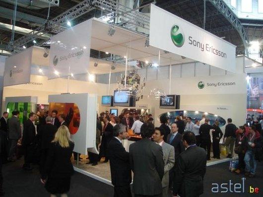 Une vue d'ensemble du stand Sony Ericsson - 46.5ko