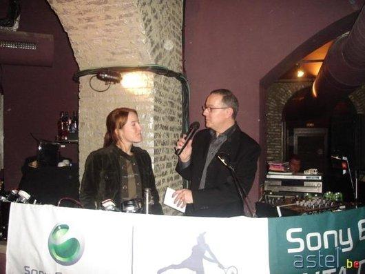 Notre Justine nationale est grande fan de Sony Ericsson aussi, le saviez-vous?;-) - 40.6ko