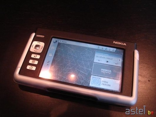 Un Nokia 770 Internet Tablet - 32.1 ko