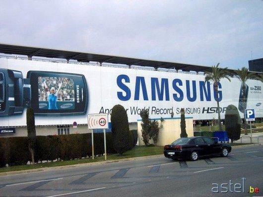 Samsung nous accompagne à la sortie de l'aéroport - 52.9ko