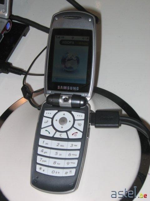 Gros plan sur le prototype Samsung SGH-Z560 compatible HSDPA 3,6 Mbps - 36.1ko