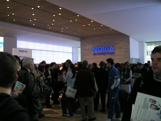 Vue générale du stand Nokia - 75.6ko